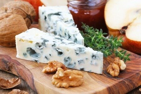 Roquefort High in sodium